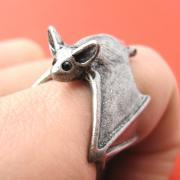 3D Adjustable Bat Animal Wrap Around Hug Ring in Silver