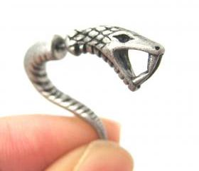 Fake Gauge Realistic Snake Cobra Animal 3D Plug Stud Earrings in Silver
