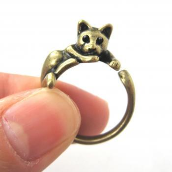 Lazy Kitty Cat Animal Pet Wrap Around Hug Ring in Brass - Sizes 4 to 9